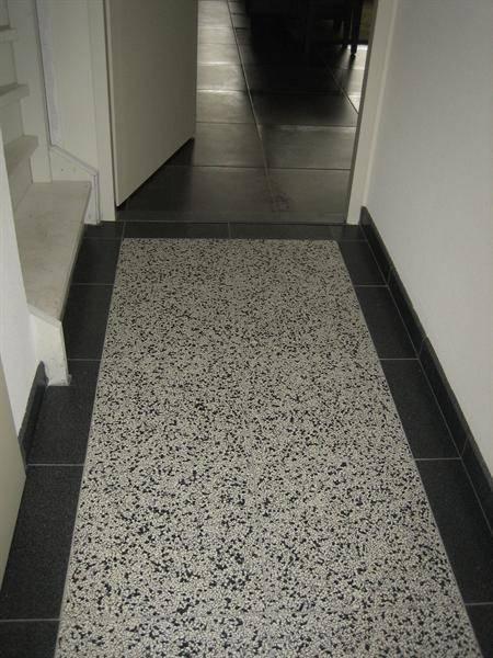 Terrazzo vloertegels bij mawi tegels door mawi tegels homify for Gang grijs en wit