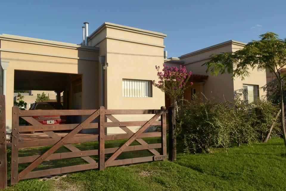 C mo decorar la entrada de casa para que se robe todas las for Casas de campo argentina diseno
