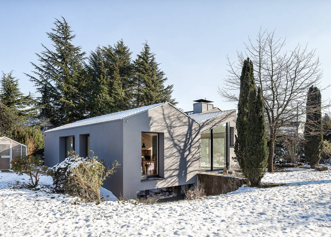 A small and modern mountain home for Small mountain modern homes