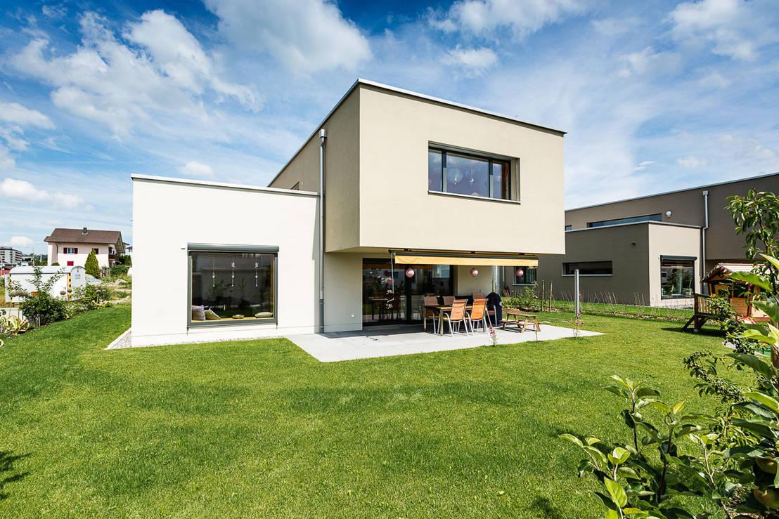 Una casa moderna por fuera y espectacular por dentro for Casa moderna por fuera