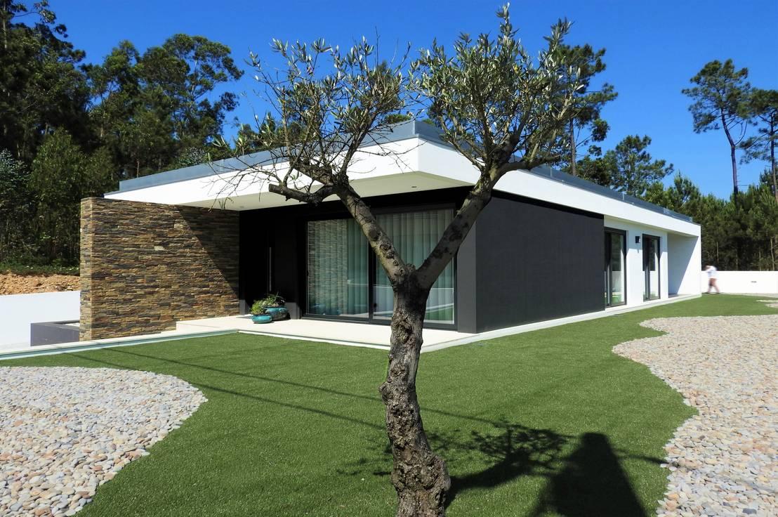 Una moderna casa de campo llena de contrastes for Arquitecto t4
