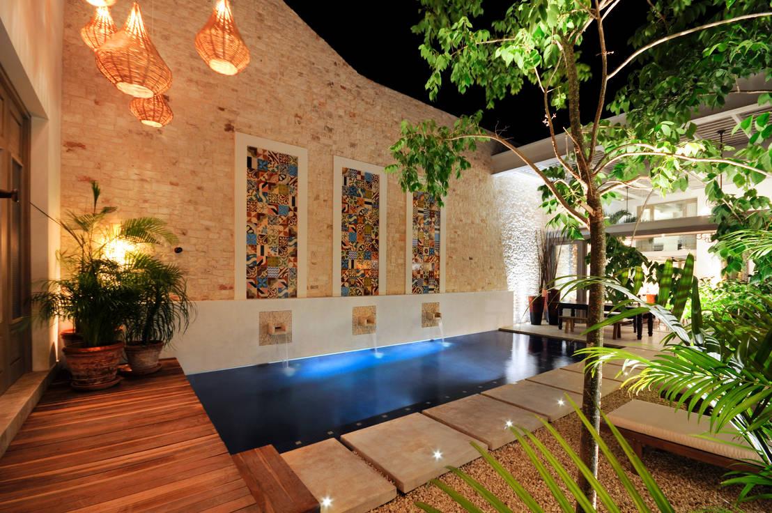 Casa mexicana con un patio interior maravilloso for Construccion de piscinas merida yucatan