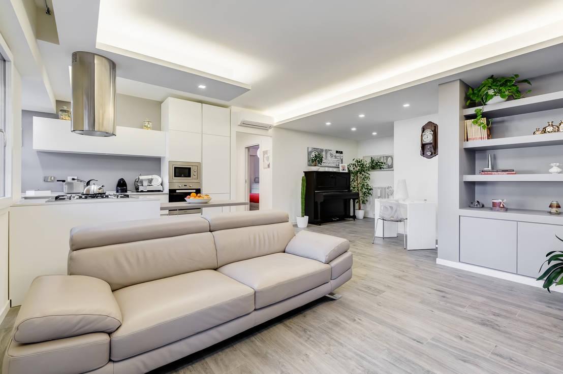 Un appartamento moderno che usa il bianco in maniera for Arredamento case moderne foto