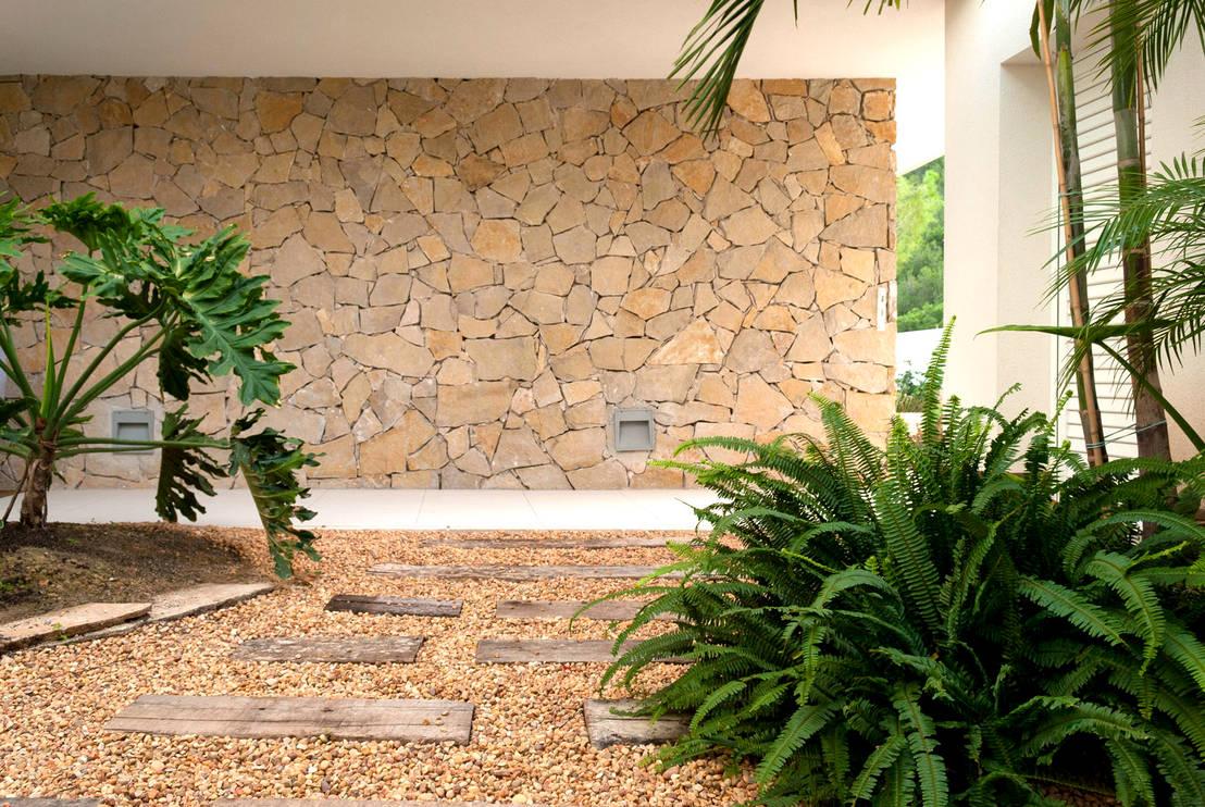 Jard n de matices en villa alicantina de david jim nez for Homify jardines pequenos