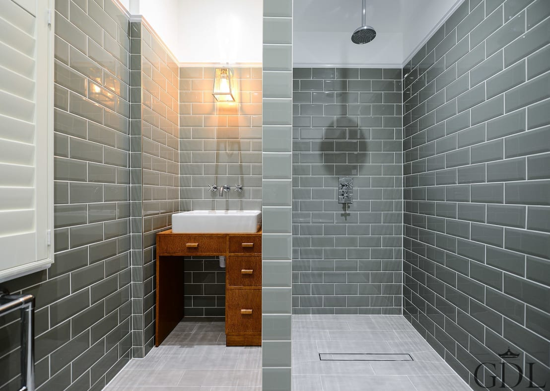 Instructies voor het betegelen van je badkamer - Betegelen van natuurstenen badkamer ...