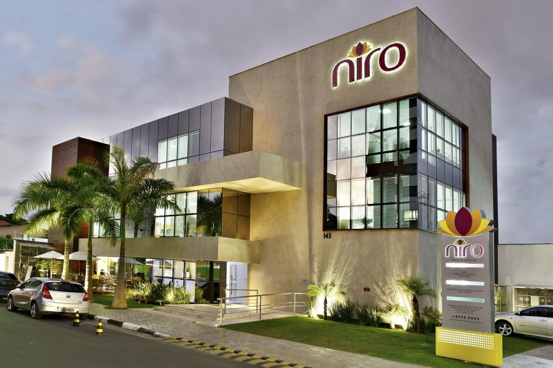 Cl nica niro health center de jamile lima arquitetura homify for Casa jardin wellness center