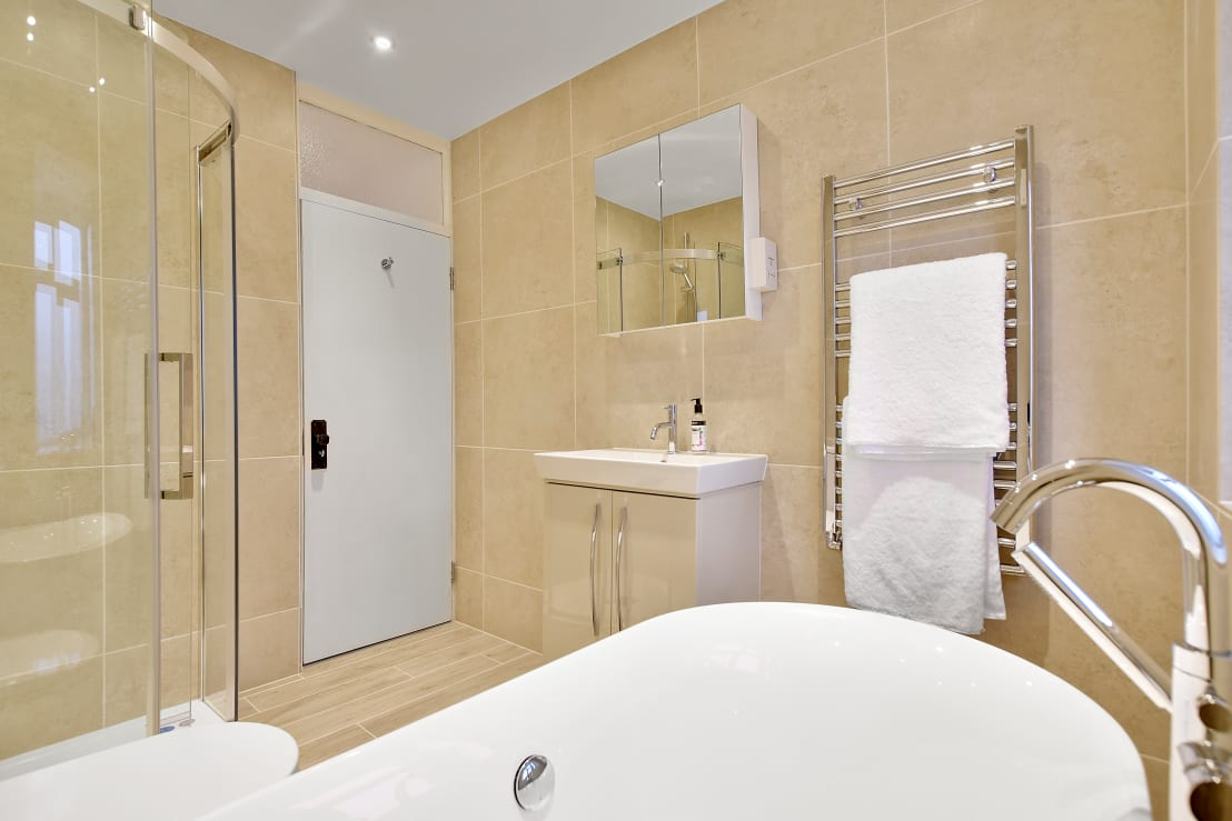Case Study Isleworth Middlesex By Bathroomsbydesign Retail Ltd Homify