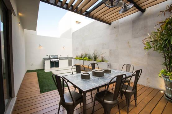 20 patios y terrazas con pisos de madera sensacionales for Pisos para terrazas y patios