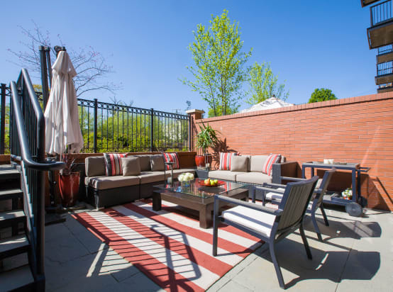 8 ideas for arranging furniture on small patios