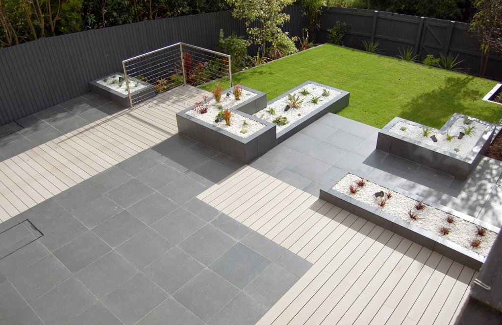 Interior design ideas redecorating remodeling photos for Garden decking and slabs