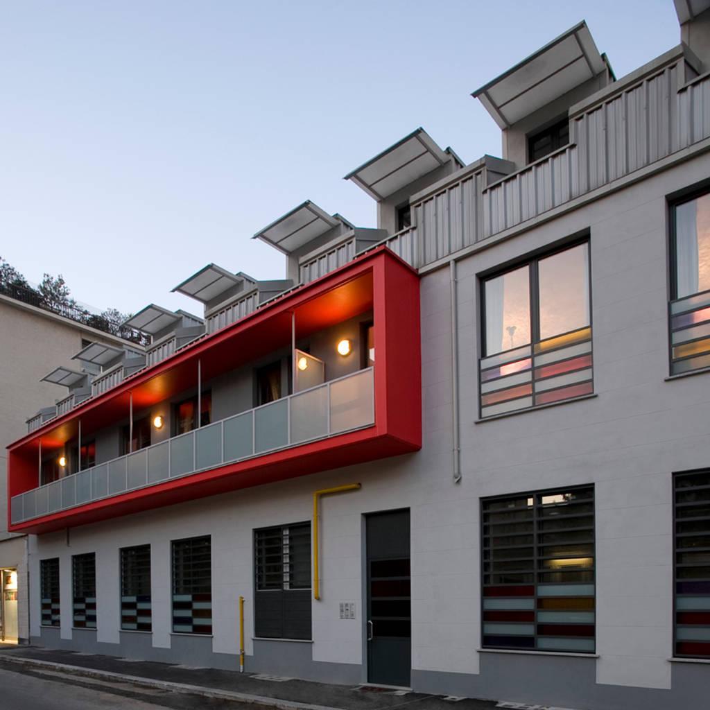 Via pinelli facciata principale case in stile di for Homify case