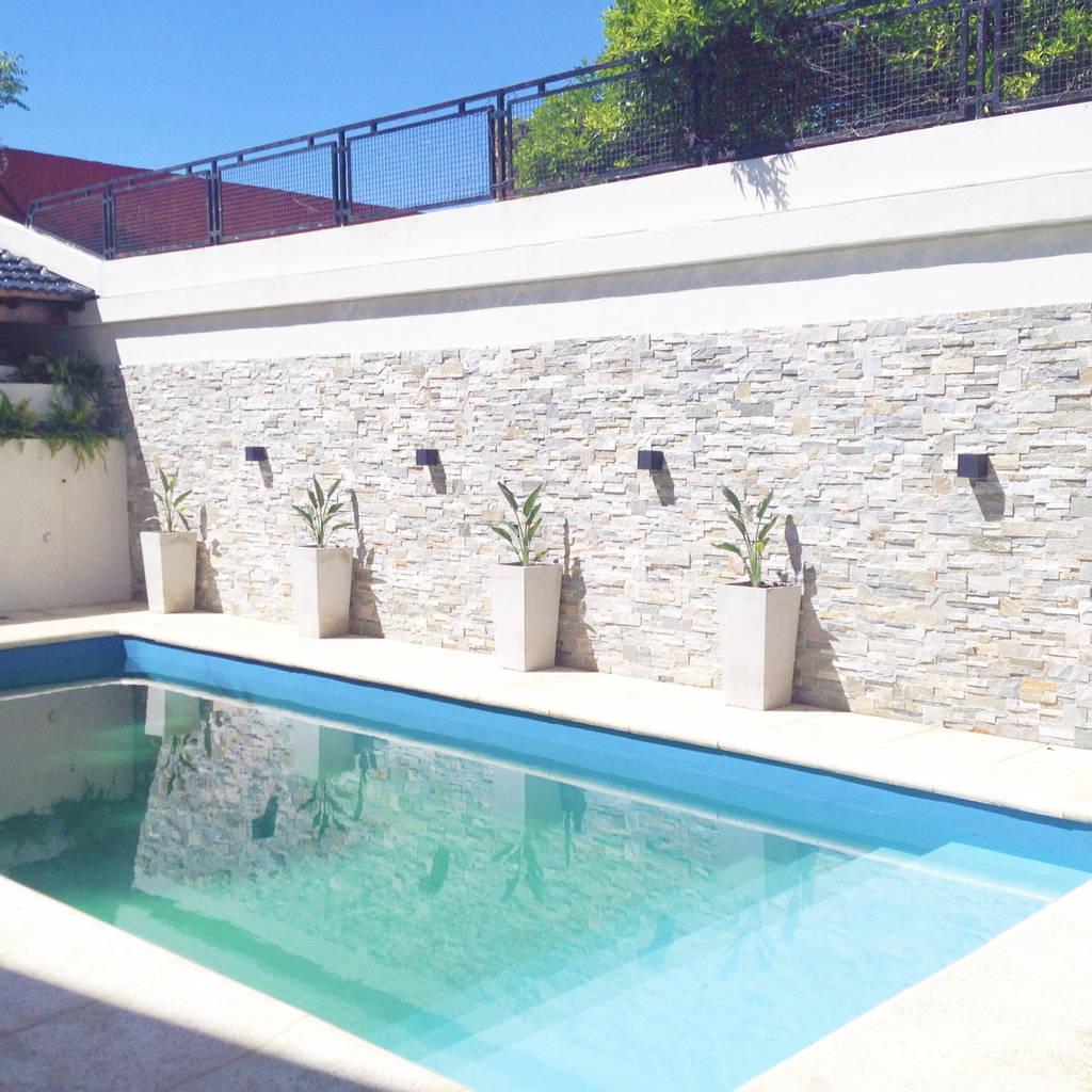 Piscinas de estilo moderno de estudio nicolas pierry for Diseno hidrosanitario de piscinas