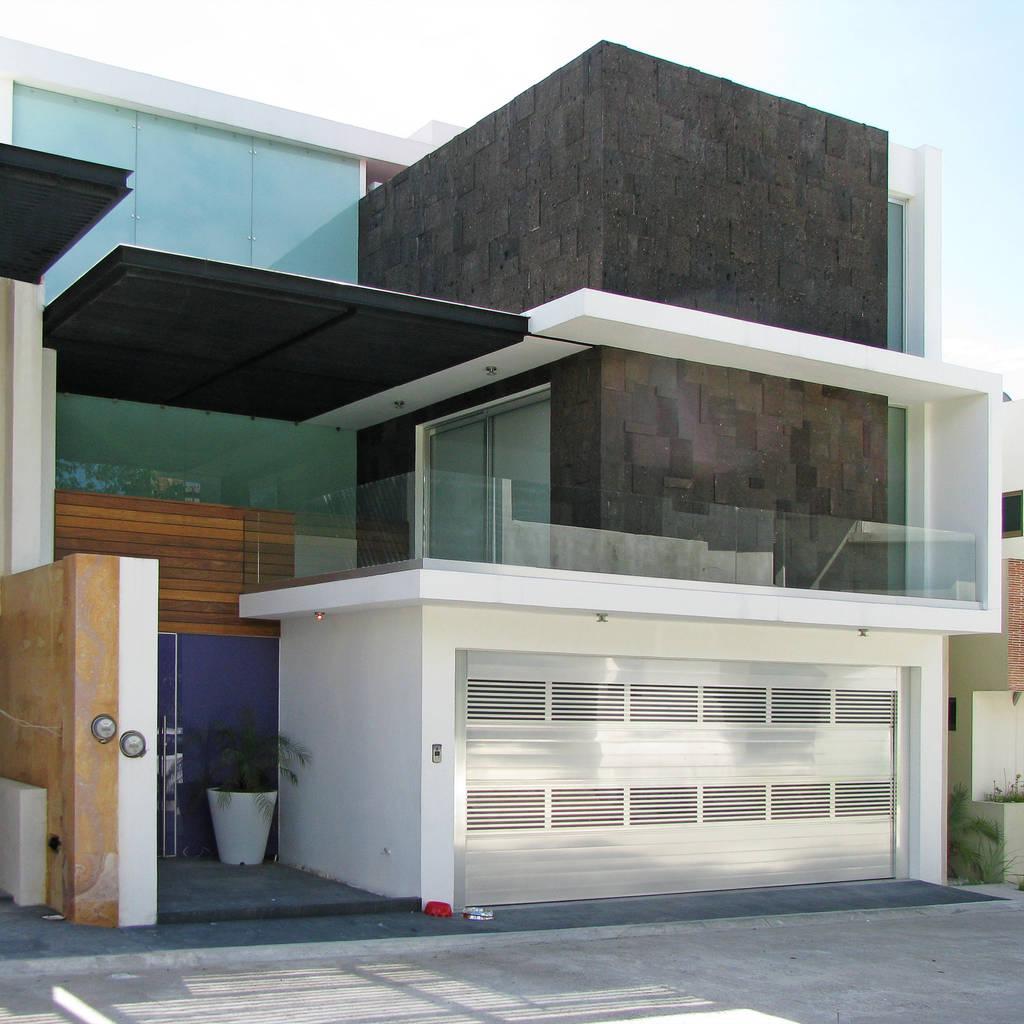 Fotos de casas de estilo moderno fachada principal homify for Fachada de casas modernas estilo oriental