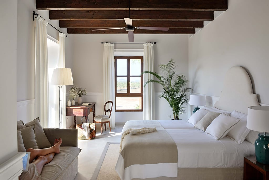 Hotel in mallorca cal reiet the main house dormitorios for Hotel mallorca design