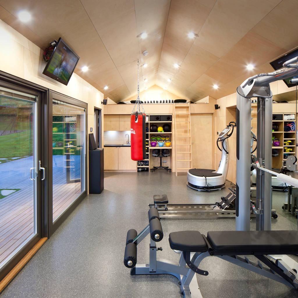 Garage Interior Design Ideas To Consider: Gymspace Gimnasios Domésticos De Estilo Moderno De