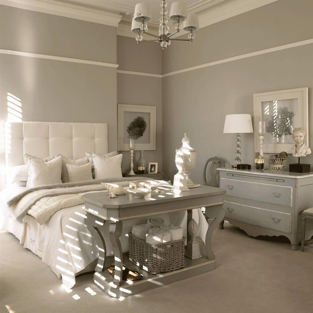 Modernes landhausstil schlafzimmer in offwhite & taupe: schlafzimmer ...