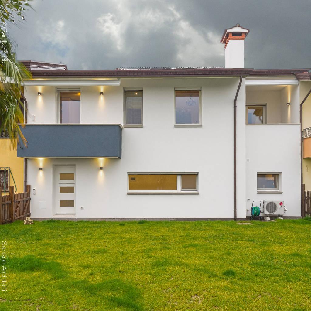 Sf house case in stile in stile minimalista di sanson for Case ristrutturate da architetti foto