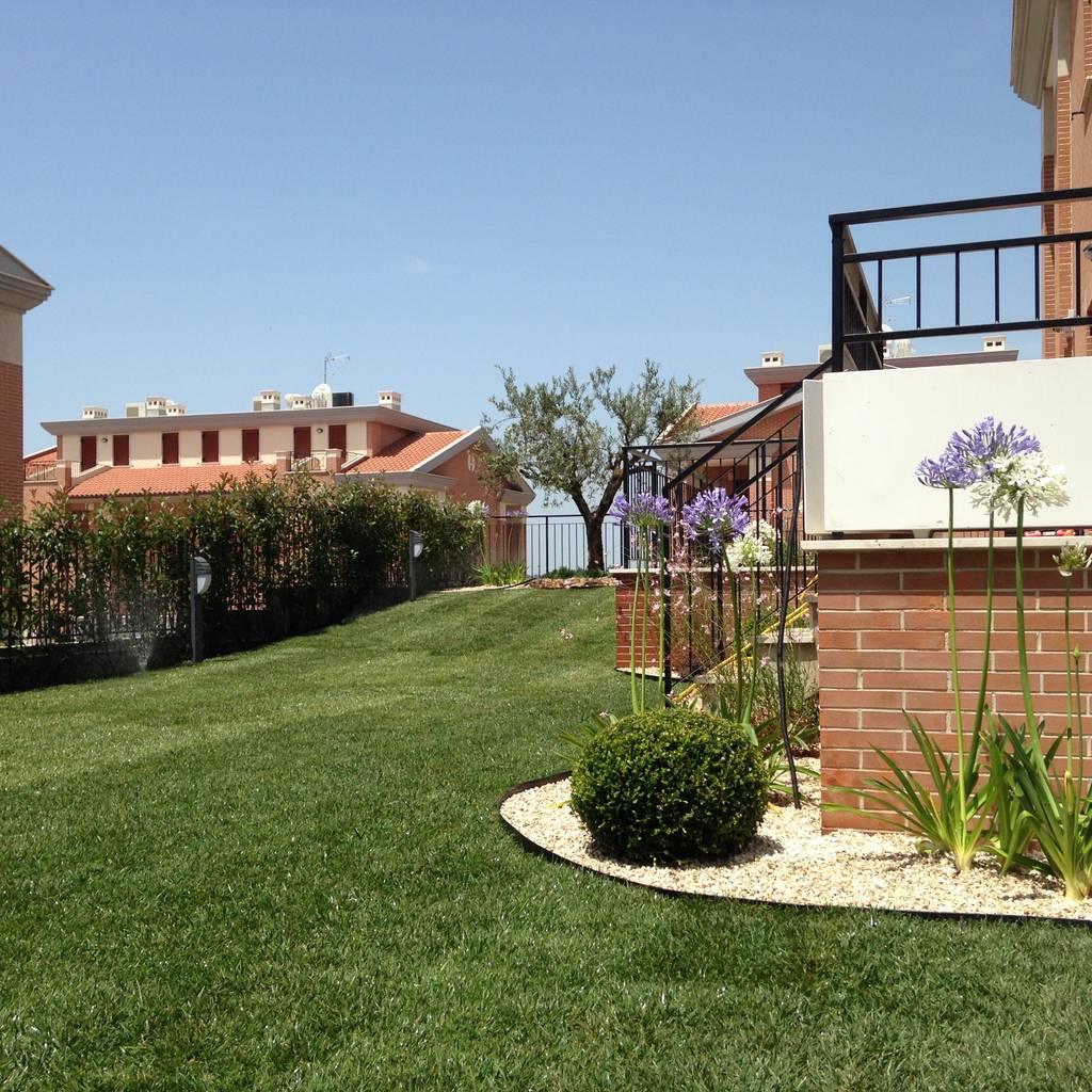 Un giardino mediterraneo giardino roccioso in stile di - Progetto giardino mediterraneo ...