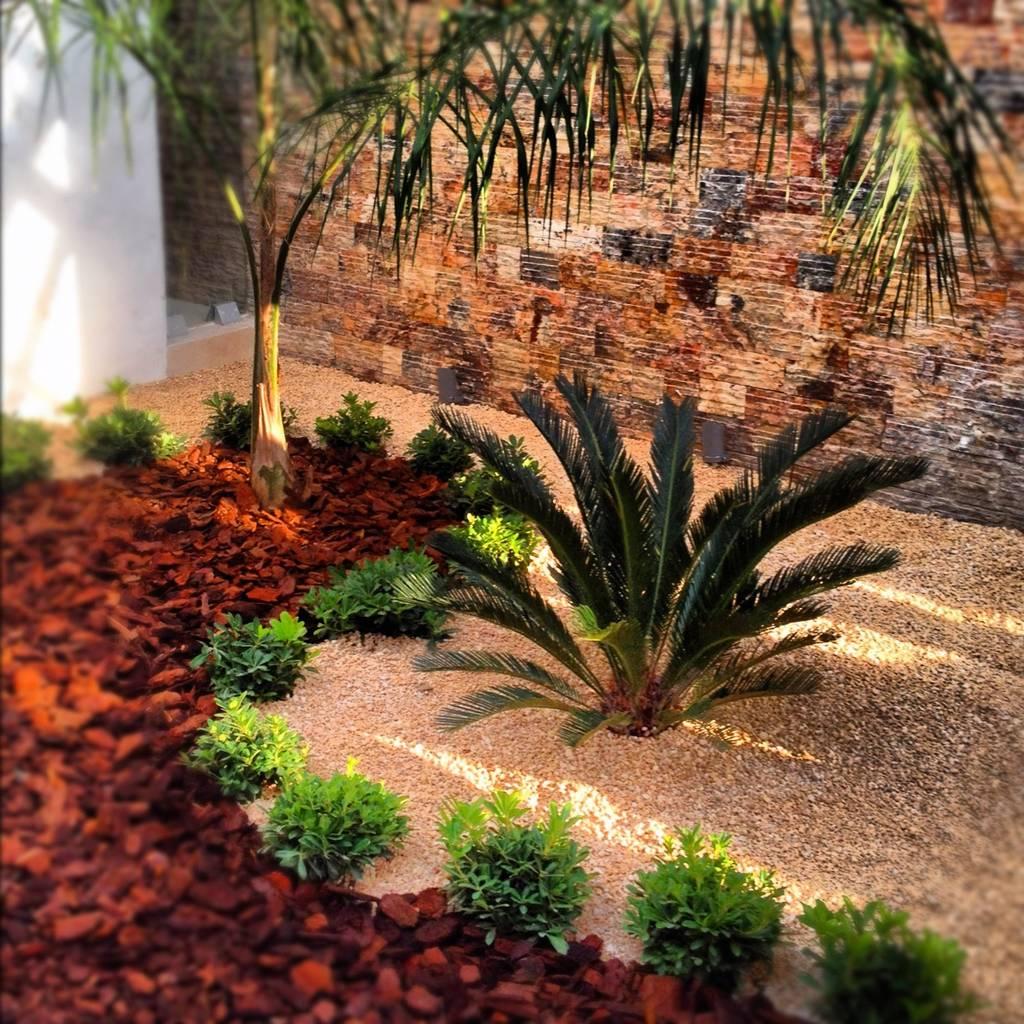 Fotos de jardines de estilo minimalista casa cr 180 homify for Paisajismo jardines fotos