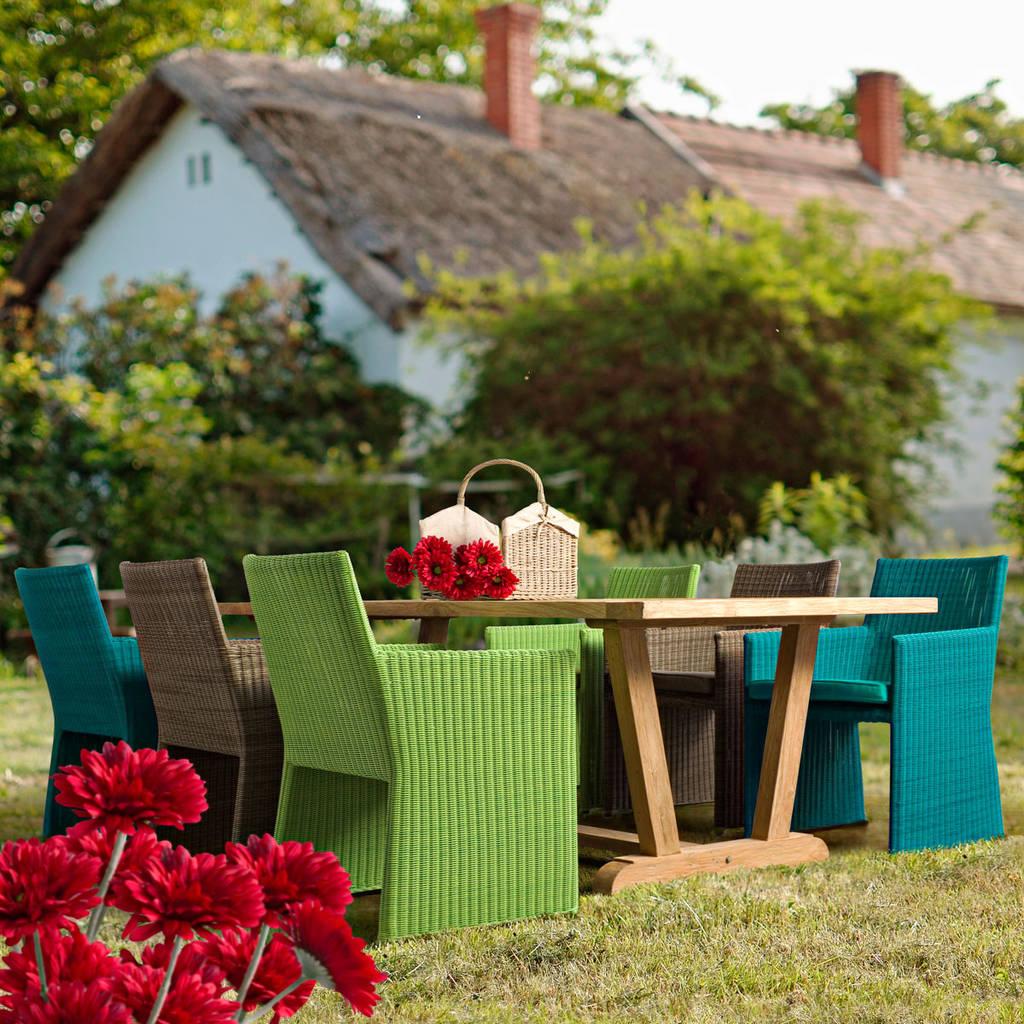 Foto di giardino in stile in stile moderno abigail sedia for Immagini di giardino moderno